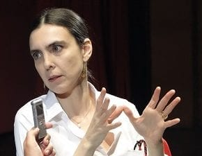 Adriana Calcanhotto fala à imprensa sobre Olhos de Onda