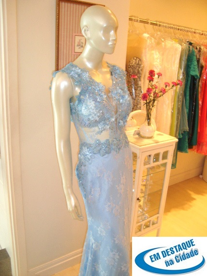 b75dfbdd3 A marca Badauê, com duas lojas em Campinas, traz aos clientes uma gama  enorme de vestidos para brilhar em qualquer festa. No mercado há mais de 21  anos, ...